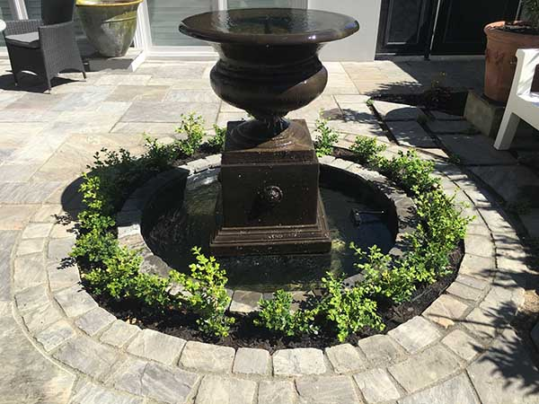 VINTAGE FLAGSTONES AND SETTS LANDSCPAE PROJECT