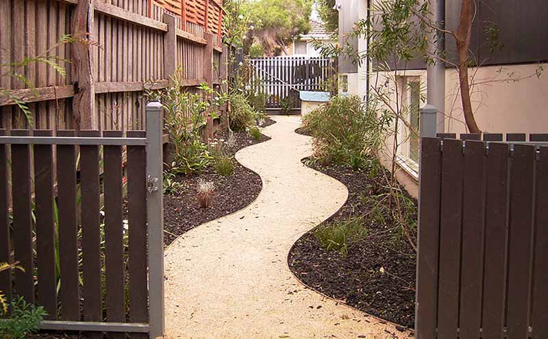 Curved path edging